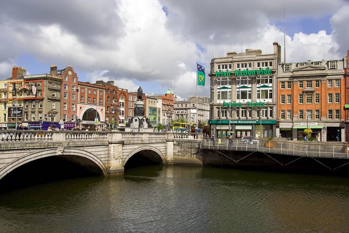 dublin-city-center-oconnel-bridge-liffey-river-ireland